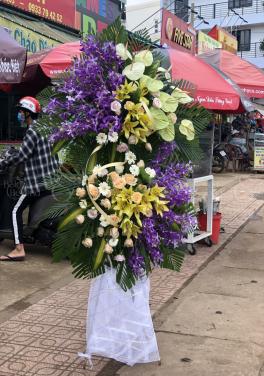 Hoa viếng theo phong cách hiện đại - D28136 - xinhtuoi.online