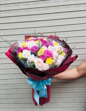 Bó 50 hồng gồm pastel, tím và vàng - D36113 - xinhtuoi.online